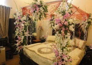 Bedroom-Decoration-with-flower-stands